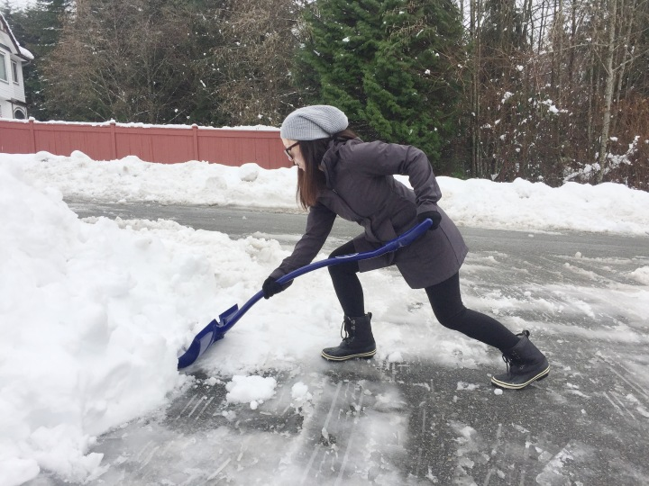 Build Muscles with a Shovel + Shovel Snow Safely and Efficiently