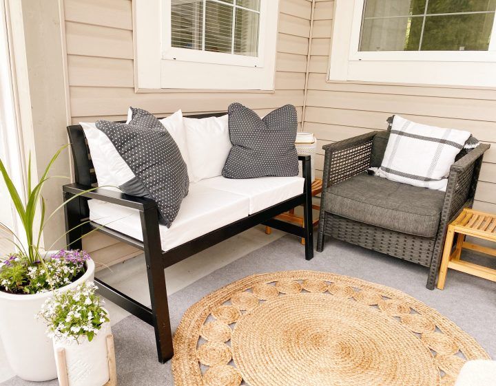 Easily Customize An Outdoor Bench To Match Our Existing Patio Furniture (and on budget!)